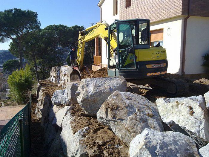 excavadora y rocallas