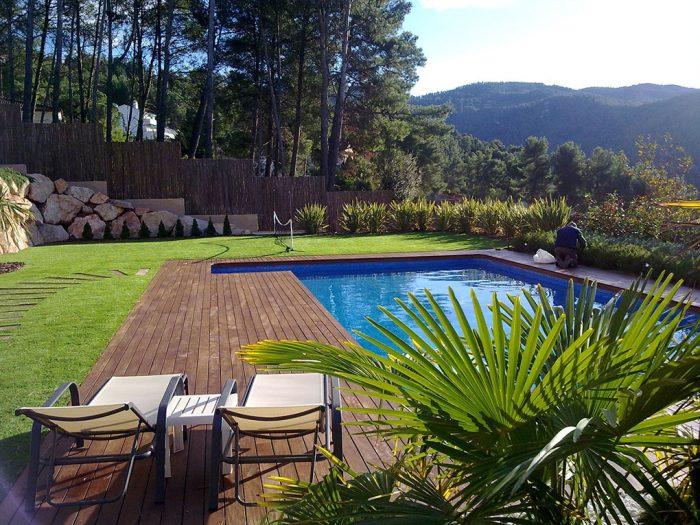 jardin con piscina en castellví