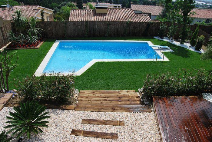 diseño piscina con cesped