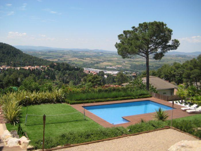 diseño de jardin con piscina castellví